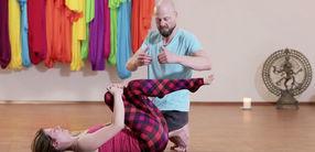 Yogatherapie: Erste Hilfe für den Rücken