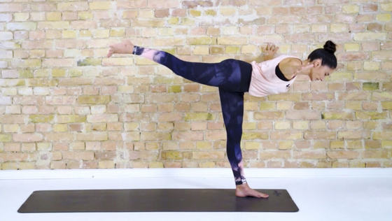 Yoga Video Stärkender Flow: Kraft und Balance