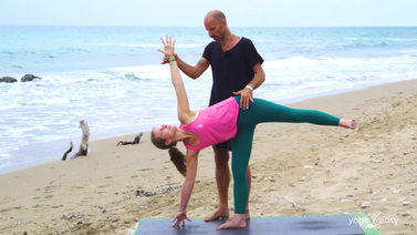 Yoga Video Tutorial: Halbmond – Ardha Chandrasana