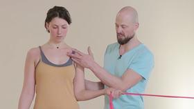Yoga Video Gesunde Schultern mit Yogatherapie