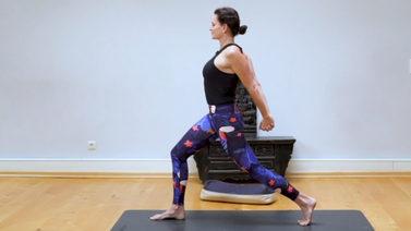 Yoga Video Weite im Herzraum und Kraft im oberen Rücken: Postnatal Yoga