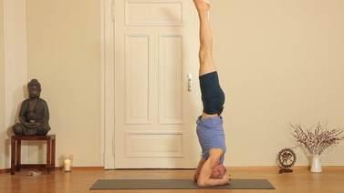 Yoga Video Kopfstand (Sirsasana) Tutorial mit Ronald Steiner