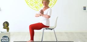 Die Kraft des Bauches stärken: Senioren-Yoga (70+)