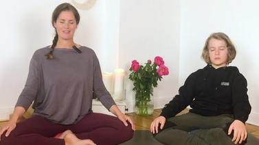 kinder meditation sitzen