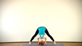Yoga Video Clip: Prasarita Padottanasana (gegrät. Dehnung nach vorn)