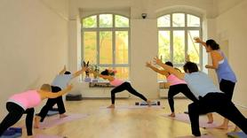 Yoga Video Yoga für Anfänger: Basis schaffen - die Reise beginnt.