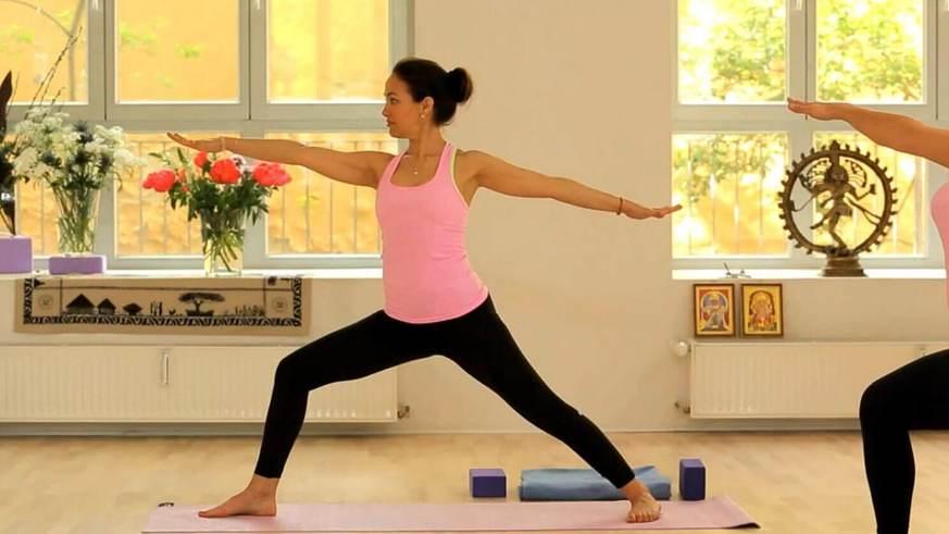Yoga Video Yoga für Anfänger: Die umarmende Kraft der Muskulären Energie