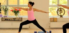 Yoga für Anfänger: Die umarmende Kraft der Muskulären Energie