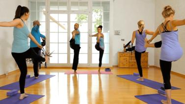 Yoga Video Stehender Vinyasa Flow für Geübte