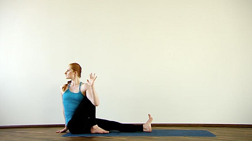 Yoga Video Clip: Marichyasana (Drehsitz)
