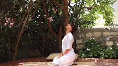 Yoga Video Kundalini Yoga für weniger Ballast und mehr Licht
