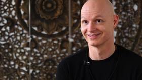 Yoga Video René Hug über Yin Yoga und was Yoga für ihn ist