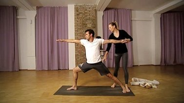 Yoga Video Yoga für Sportler mit Charly Steeb