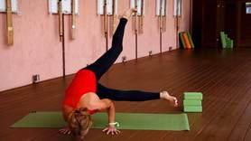 Yoga Video Tutorial: Asana Seitliche Krähe mit gestrecktem Bein