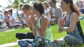 Yoga Video YogaEasy.de Gemeinschaftsdreh Korfu 2015