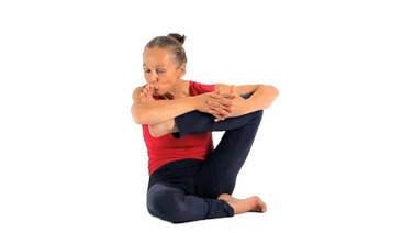 Yoga Video hindolasana (Babyschaukel im Sitzen)