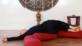 Yoga Video Yin Yoga für mehr Schönheit und Kraft aus der Mitte