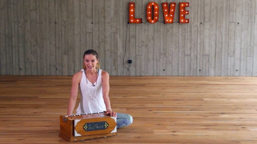 Yoga Video Tutorial: Mantra singen mit Wanda