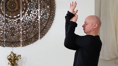 Yoga Video Mit wohlwollendem Herzen: eine Yin Yoga-Sequenz für mehr Mut und Gelassenheit