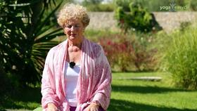 Yoga Video Kurzinterview: 3 Asanas um die Stimmung aufzuhellen