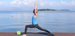 Morgen-Yoga: lange Beine, fester Bauch