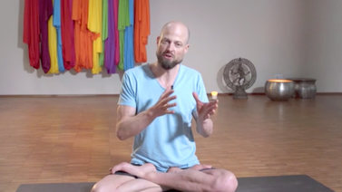 Yoga Video Interview: Was tun bei Schmerzen?